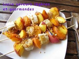 Que Faire Au Barbecue Pour Changer : le dessert au barbecue les brochettes de fruits lucia ~ Carolinahurricanesstore.com Idées de Décoration