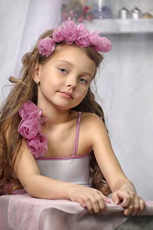 wallpapers  girls model children roses staring
