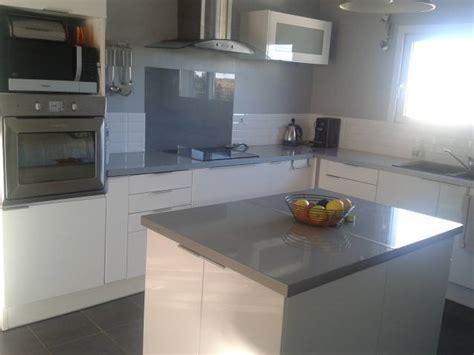 cuisine blanc gris cuisine gris blanc photo 1 6 cuisine ouverte