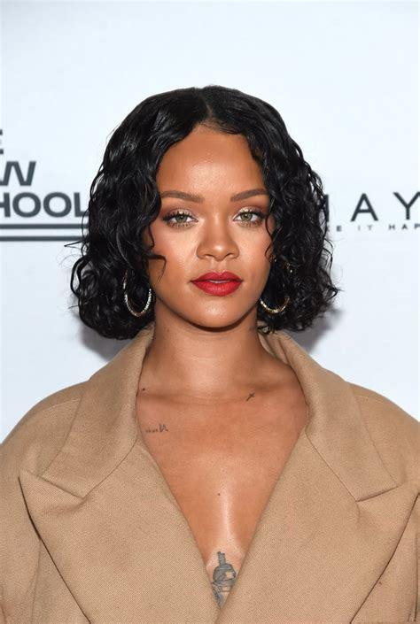 Rihanna Curly Hairstyle by Rihanna S Best Highlighter Looks Fenty Lava