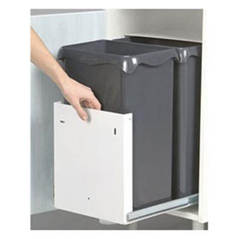poubelle cuisine int駻ieur de porte comment am 233 nager coin poubelle