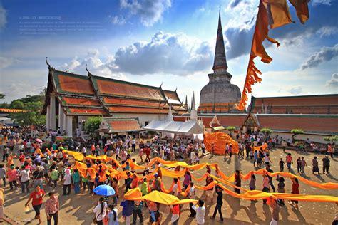 ประเพณีแห่ผ้าขึ้นธาตุ - เทศการประเพณีไทย