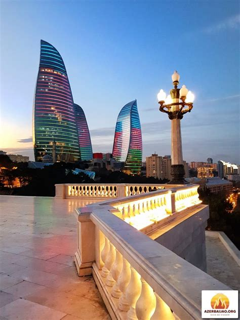 Baku is located 28 metres (92 ft) below sea level. Visitar Baku e Gobustan 3 dias, Férias no Azerbaijão