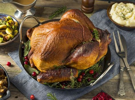 Traditional christmas food includes:christmas pudding, mince pies, brawn paté, asparagus soup, jerusalem artichokes, chocolate drops, blancmange, boozy. Traditional English Christmas Dinner Menu / From apps to desserts, we've got christmas dinner ...