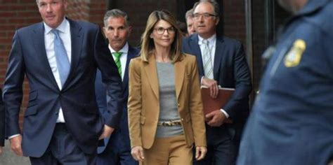 Are Lori Loughlin And Mossimo Giannulli Divorcing? Why ...