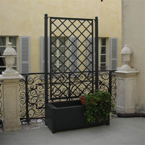 grigliati in ferro per terrazzi grigliato in ferro con fioriera per esterno