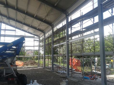 capannone metallico costruzione di capannone metallico e muratura lombardini