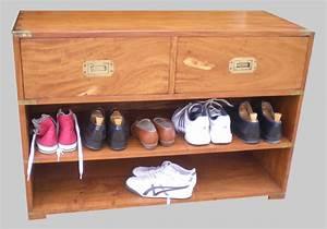 Petit Meuble A Chaussure : pratique et original petit meuble de rangement pour chaussures et chaussons ~ Teatrodelosmanantiales.com Idées de Décoration