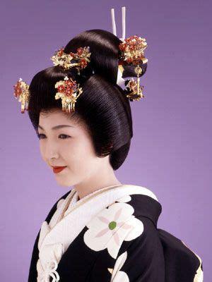 modern japanese bride traditional bunkin takashimada style