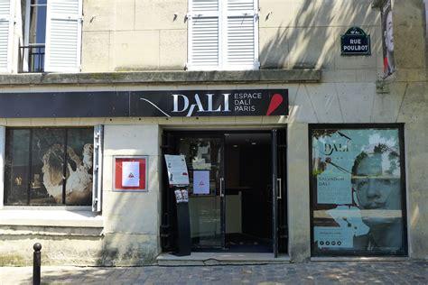 bureau de change rue montmartre up and the butte montmartre morning the