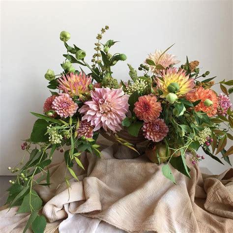 dahlia flower arrangements 17 best images about dahlia on pinterest gardens floral arrangements and flower