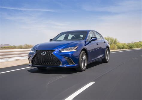 Lexus To Begin Carplay Rollout In New Vehicles In