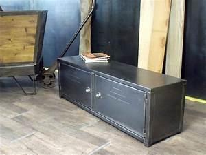Meuble Tv Metal : meuble tv en metal de style industriel micheli design ~ Teatrodelosmanantiales.com Idées de Décoration