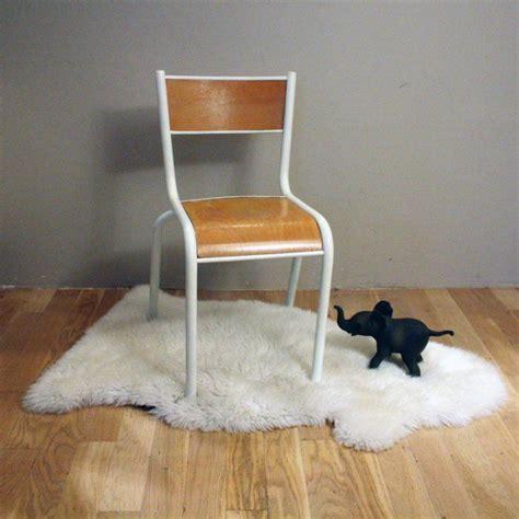 renover une chaise medaillon 1000 idées sur le thème chaise ecolier sur chaise chaise accoudoir et meuble vintage