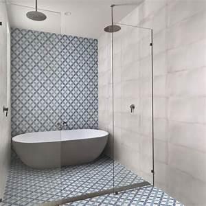 Faience Imitation Carreaux De Ciment : carrelage sol et mur bleu aspect carreau ciment barcelona ~ Dode.kayakingforconservation.com Idées de Décoration