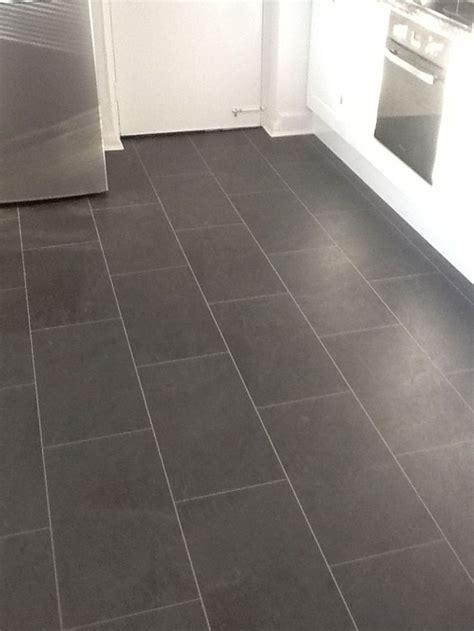 Vinyl Tile For Bathroom Floor by Best 25 Vinyl Flooring Bathroom Ideas On