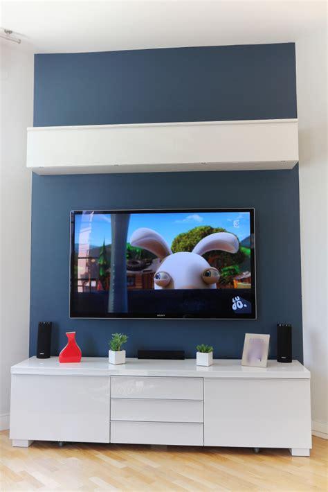 comment accrocher un meuble de cuisine au mur installer sa tv au mur conseils astuces et photos