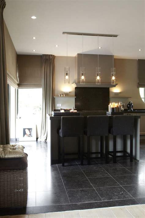 a kitchen island luxe keuken met keukeneiland met design verlichting 7336