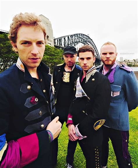 I used to rule the world seas would rise when i gave the word now in the morning i sleep alone sweep the streets i used to own. C♥ldplay   Musica coldplay, Coldplay viva la vida, Coldplay