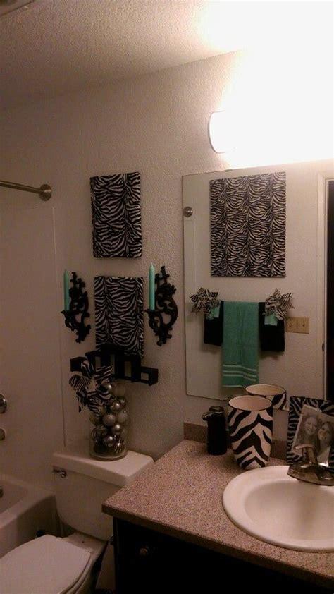 Zebra Print Bathroom Ideas by Best 25 Zebra Bathroom Decor Ideas On Zebra