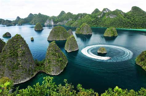 lile de wayag indonesia travel