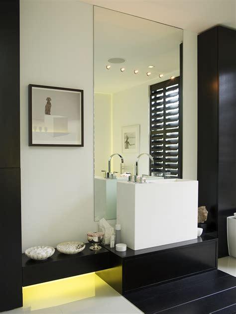 kelly hoppen   art  good bathroom design  id