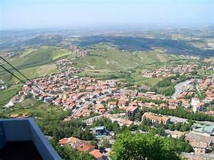 Un Paseo Por Borgo Maggiore  En San Marino
