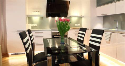 equipement cuisine professionnel idées décoration aménagement cuisine équipée fermée ou