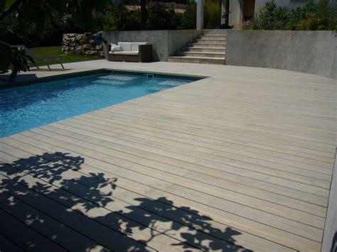 r 233 alisation d une plage de piscine en bois contemporaine 224 puyricard ambiance terrasse