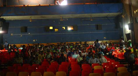 district  lone cinema hall waits  akshay kumar