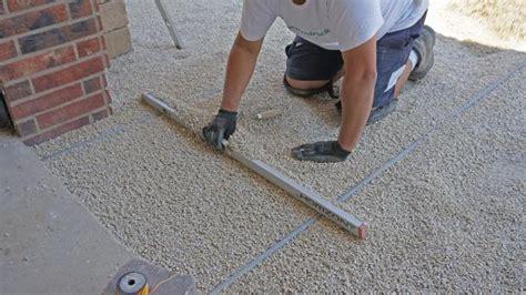 pflastersteine verlegen sand oder splitt die vorbereitung f 252 r das pflaster die tragschicht anleitung diybook de