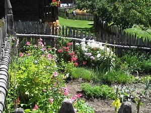 Gartengestaltung Bauerngarten Bilder : bild bauerngarten zu volkskundemuseum bruneck in brunico bruneck ~ Markanthonyermac.com Haus und Dekorationen