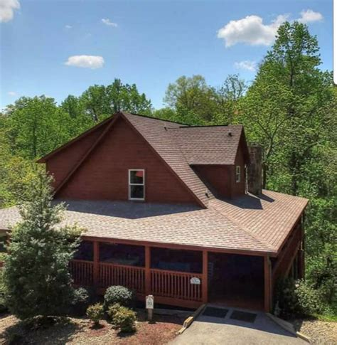 Smoky Mountain Getaway Cabin by Luxury Cabin Rentals Smoky Mountain Getaway