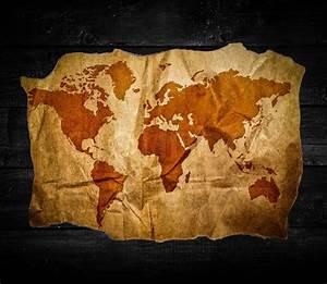 Weltkarte Bild Holz : antike weltkarte in schwarzem holz hintergrund stockfoto ~ Lateststills.com Haus und Dekorationen