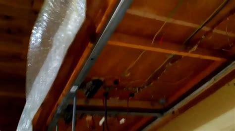 fabriquer une vitrine pour maquette suspension d une planche pour maquette reseau ho au plafond
