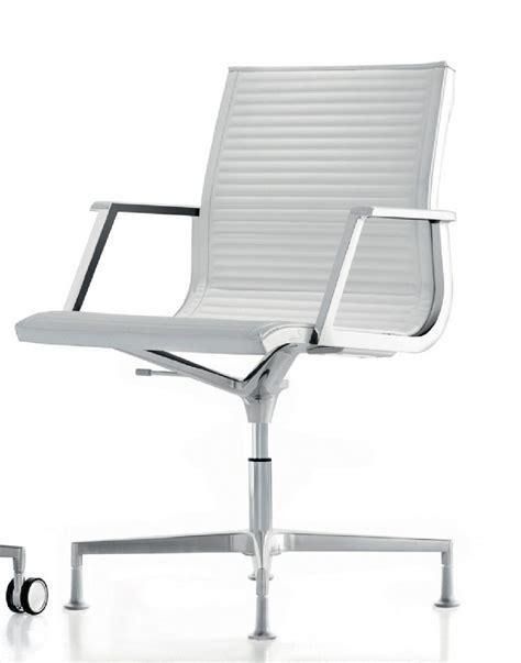 chaise fauteuil de bureau fauteuil bureau nulite pied fixe pivotant en cuir à accoudoirs