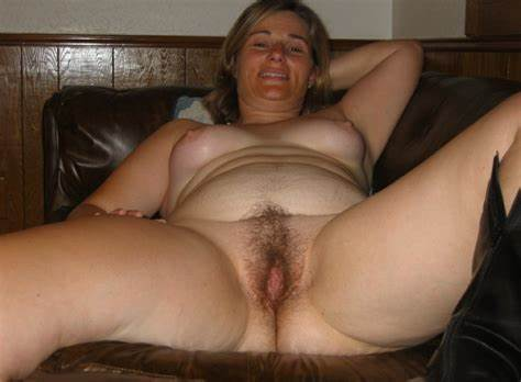 Playful American Woman Gapes Her Chubby Snatch To The Bizarre