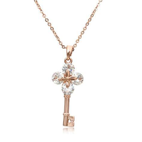 Penggunaan warna gold pada hunian memang terkesan jarang dipakai. Jual Kalung Emas Rose Gold Pendant Kunci Besar Berlian ...