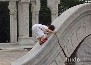 La bambina più forte del mondo Oddio! I poster Hudo com/it