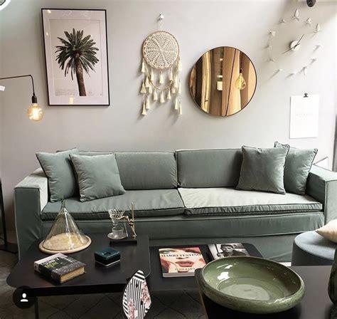 canapé sur mesure en ligne canapé leo en velours vert celadon collections mobilier