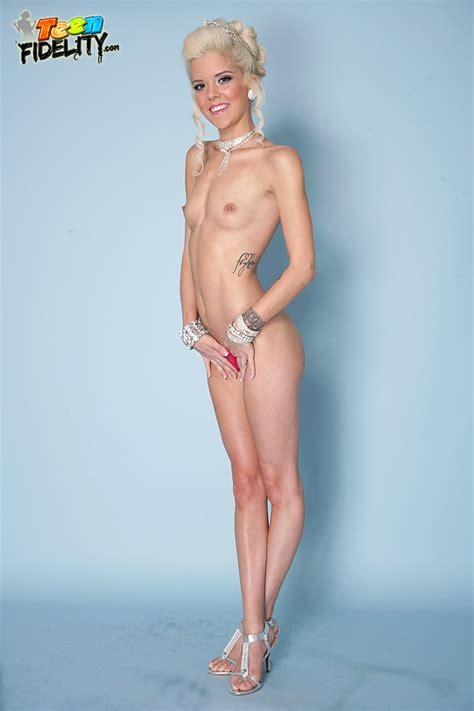 Halle Von at TeenFidelity - Pichunter