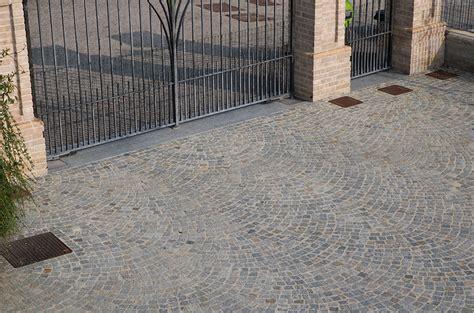 Pavimentazione Cortili by Pavimenti In Pietra Naturale Per Esterni Cortili E