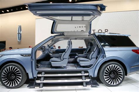 2018 Lincoln Navigator Previewed With Dramatic New York