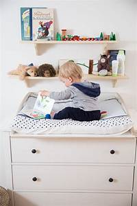 Hemnes Wickelaufsatz Ikea : baby spielt auf wickelaufsatz f r ikea hemnes kommode ikea kommoden pimps pinterest babies ~ Sanjose-hotels-ca.com Haus und Dekorationen