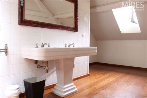chambre en bois blanc lavabo colonne vasque déco blanc bois c0613