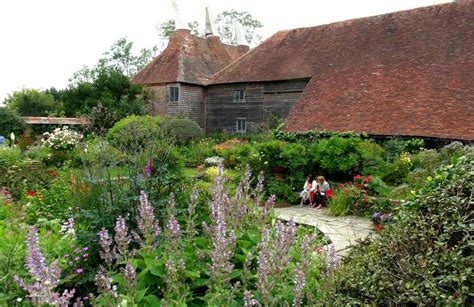 great dixter house and gardens gardensonline great dixter house and gardens gardens of the world