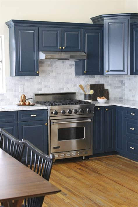 hgtv painting kitchen cabinets cabinet restoration company on hgtv s cousins undercover 4192