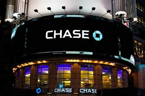 chase bank breach exposed  thirds   households