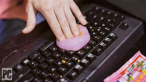 clean  computer keyboard