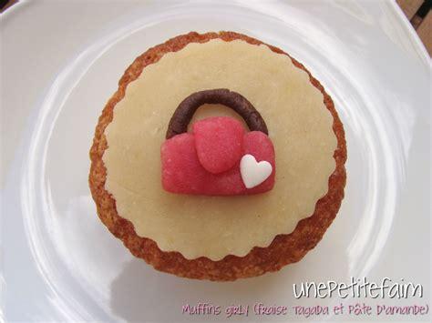 muffin pate d amande muffins girly fraise tagada et d 233 coration en p 226 te d amande une faim